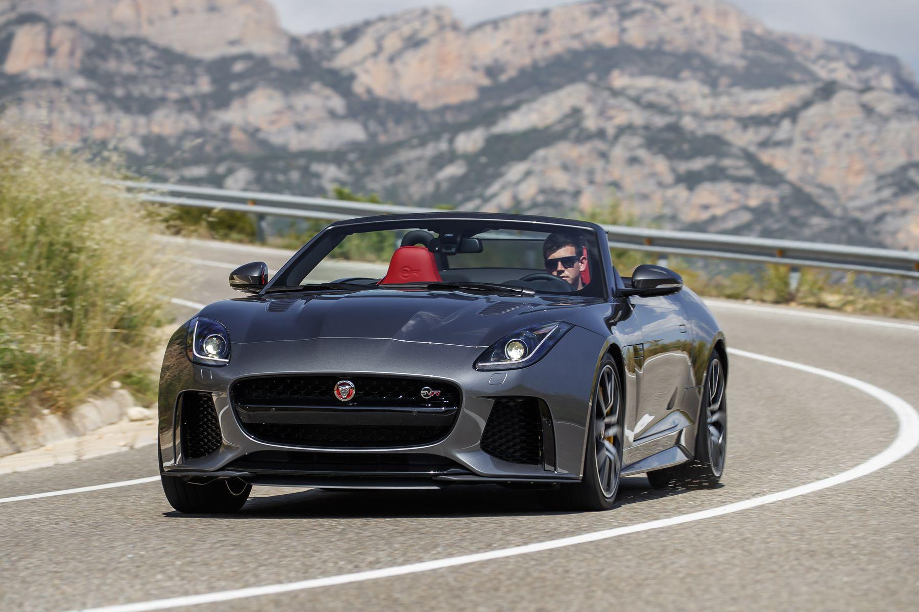 jaguar f type svr cabrio porsche turbo im visier. Black Bedroom Furniture Sets. Home Design Ideas