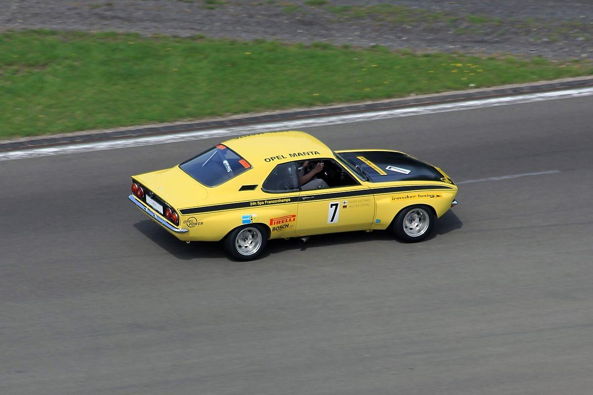 Oldtimer Grand Prix 2015 Drhnen Der Senioren 1973 Opel Manta Interior Zeigt Seine Rennsport Helden Von Einst Hier Ein Bild Marcel Sommer