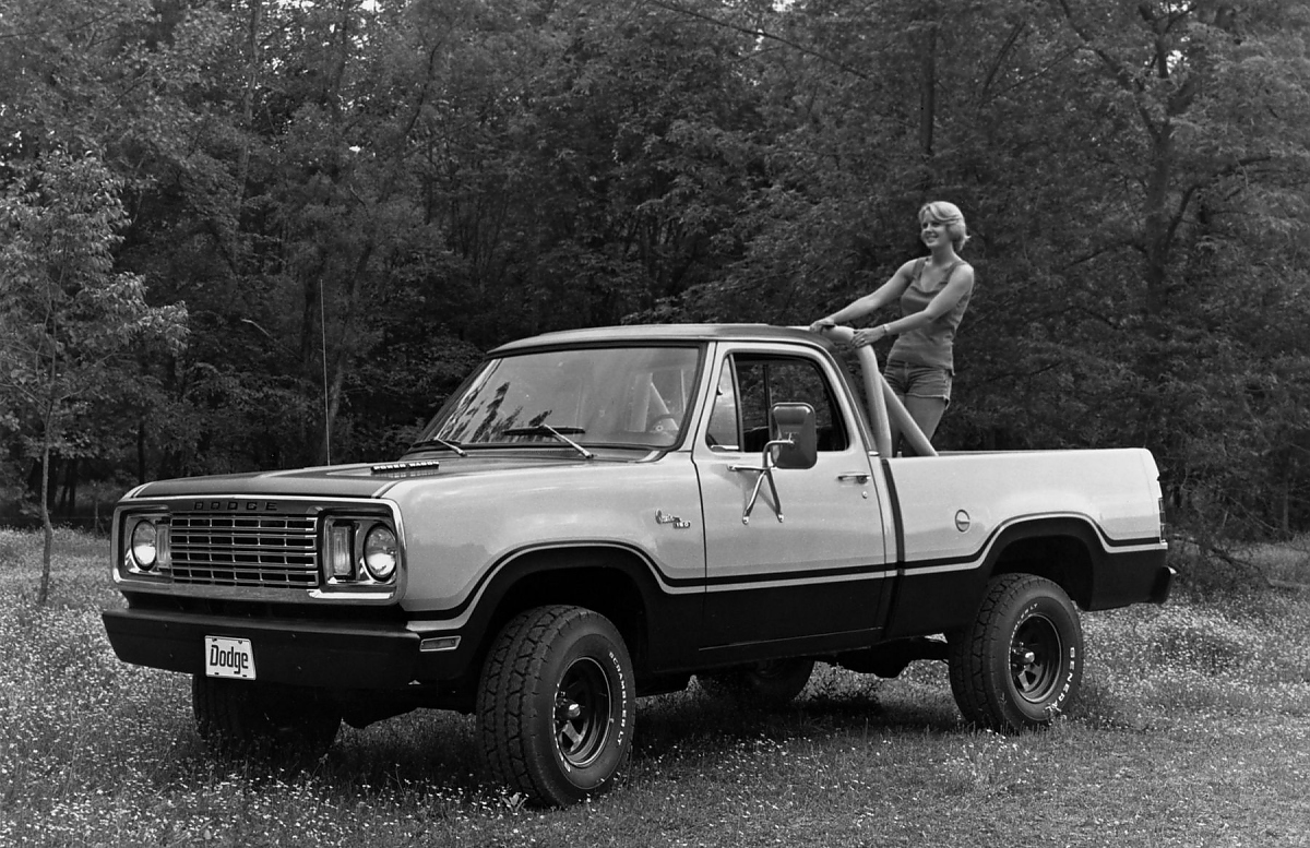 Dodge Power Wagon Vom Arbeitstier Zum Saurier Jger Nach Dem Ende Des Traditionellen Wagons Gab Es Einige Sonder Editionen Wie Den Macho 1978 Bild Press Inform