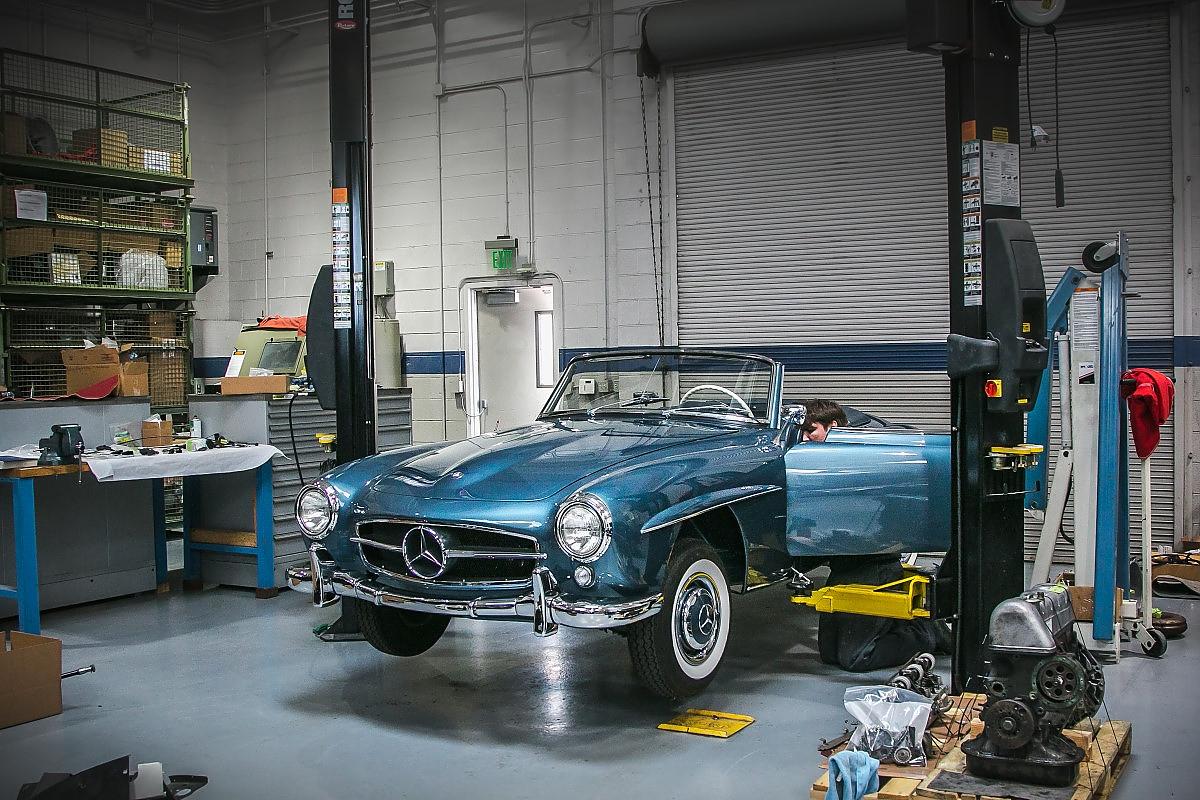 Mercedes classic center irvine millionenschwere zeitzeugen for Mercedes benz classic car center