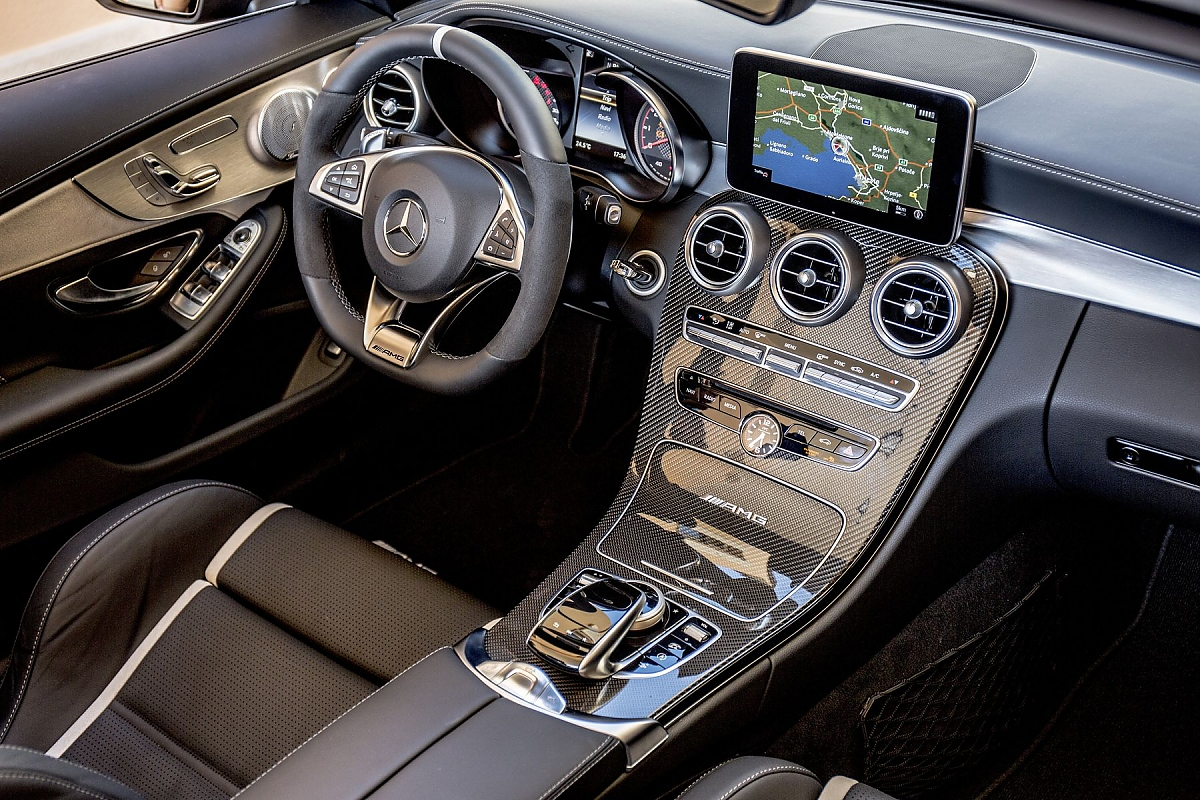 mercedes amg c 63 s cabrio kraftstau am hinterende. Black Bedroom Furniture Sets. Home Design Ideas