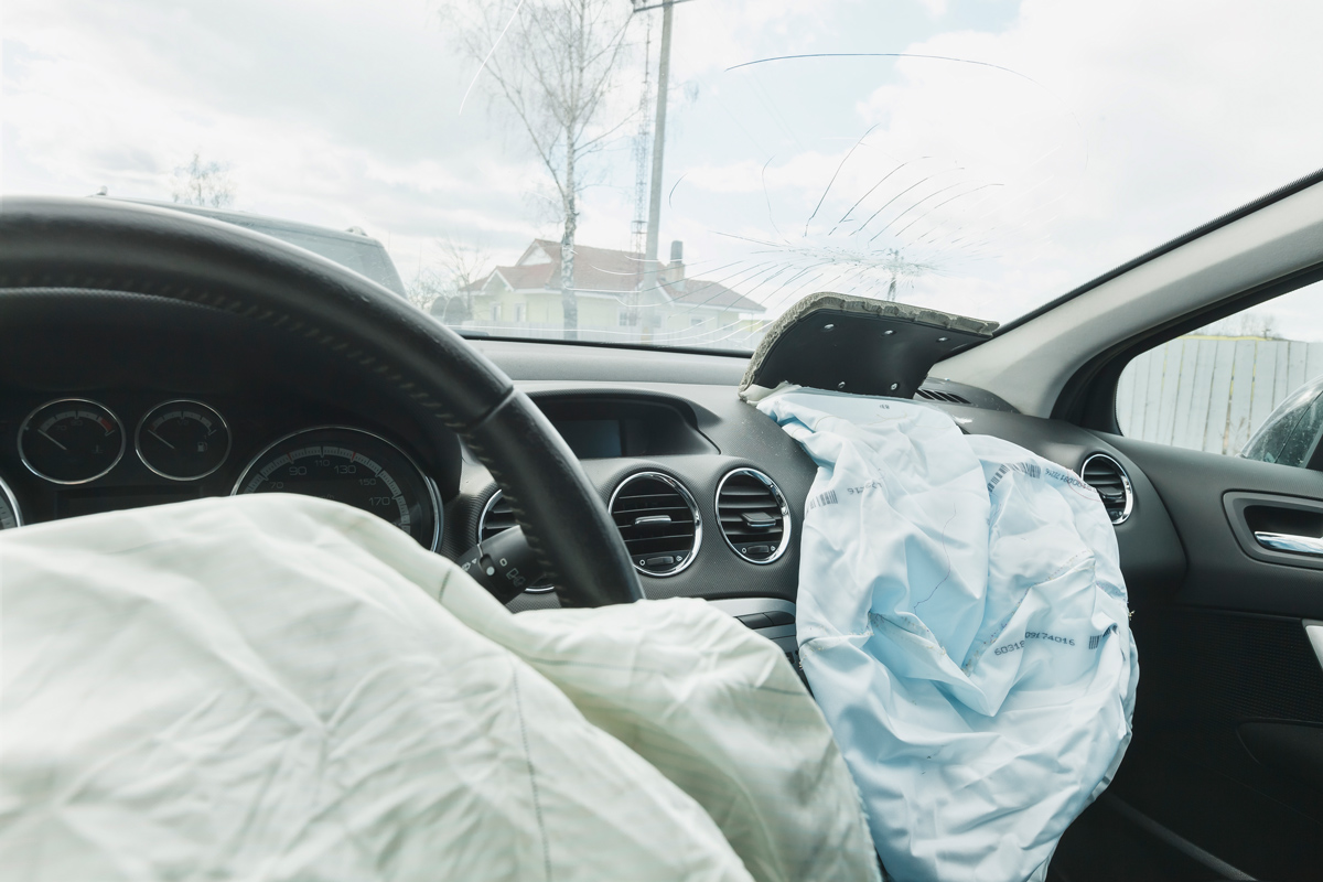 physics of car crashes airbags Physics car crash problem when a modern car crashes into a tree and comes to an abrupt stop, the driver's face and chest collide with an air bag rather than with the steering wheel.