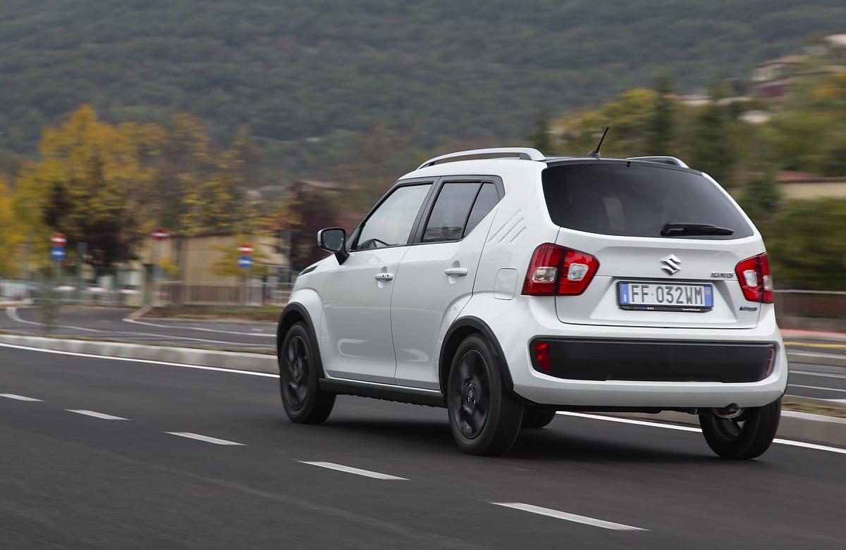 Der Spritverbrauch Betragt 46 Liter Benzin Auf 100 Km Bild Suzuki