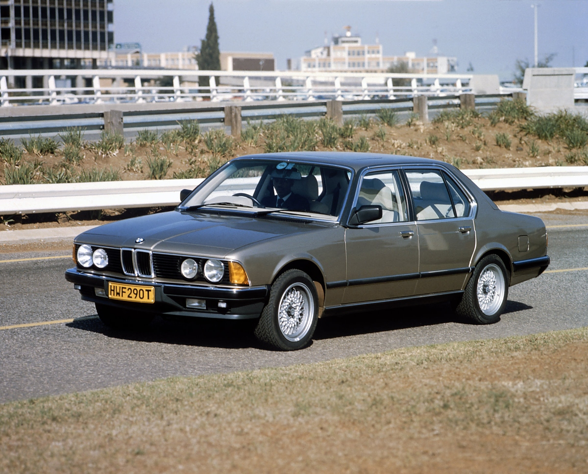 BMW 745i Sudafrika Mit M88 Motor Bild