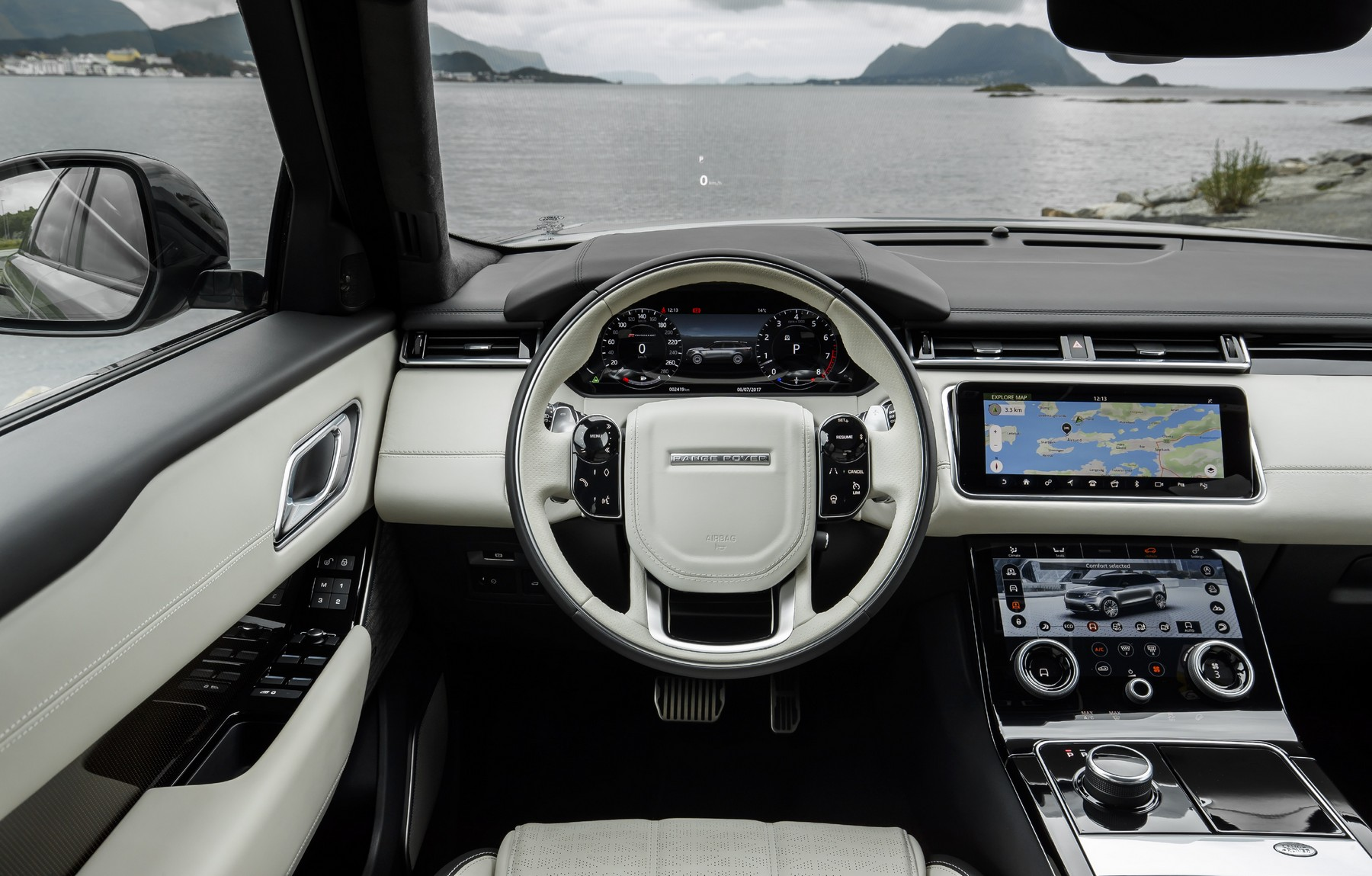 Range rover velar attacke auf gle und cayenne for Interno velar