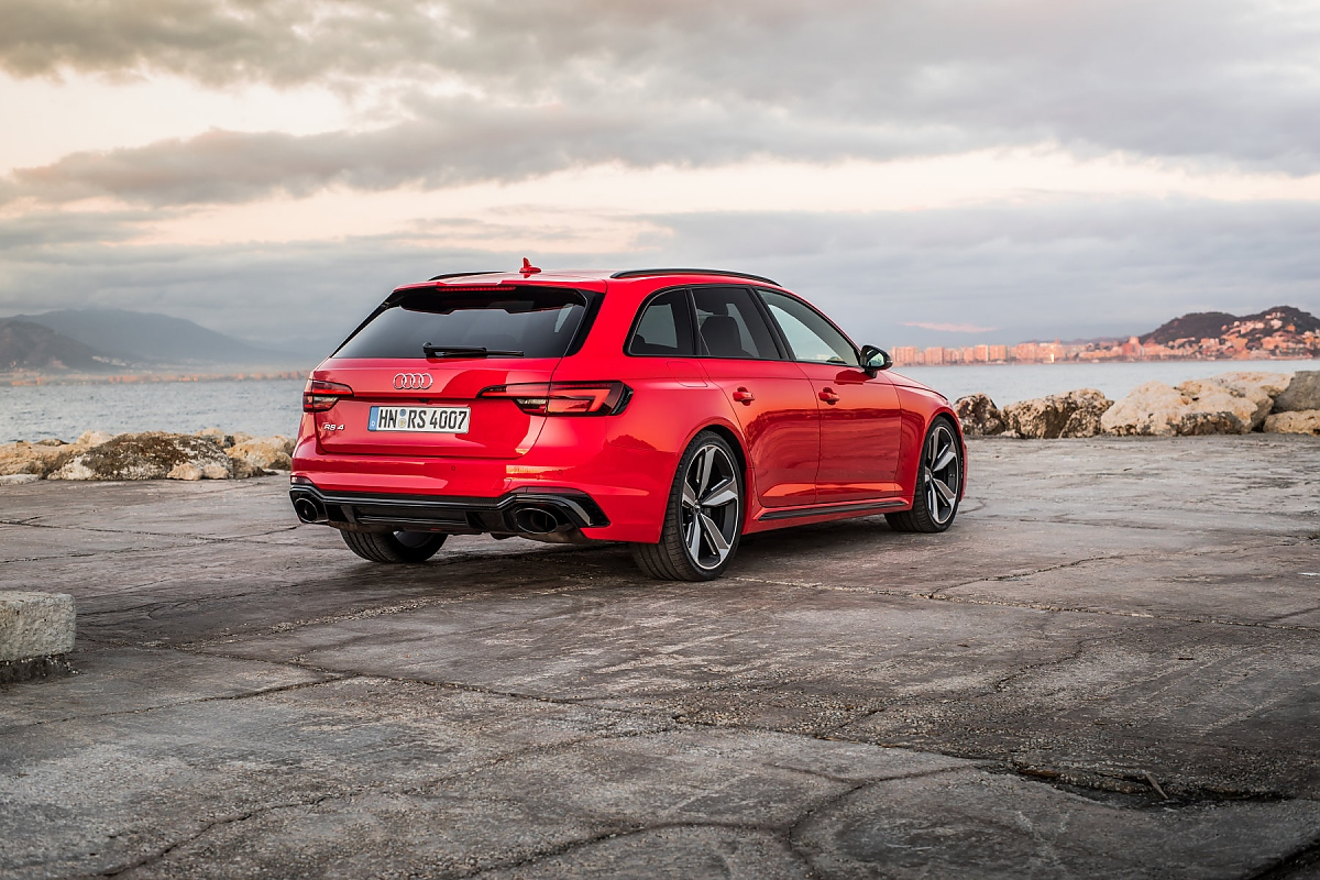 audi rs4 avant familienkombi mit sportambitionen. Black Bedroom Furniture Sets. Home Design Ideas