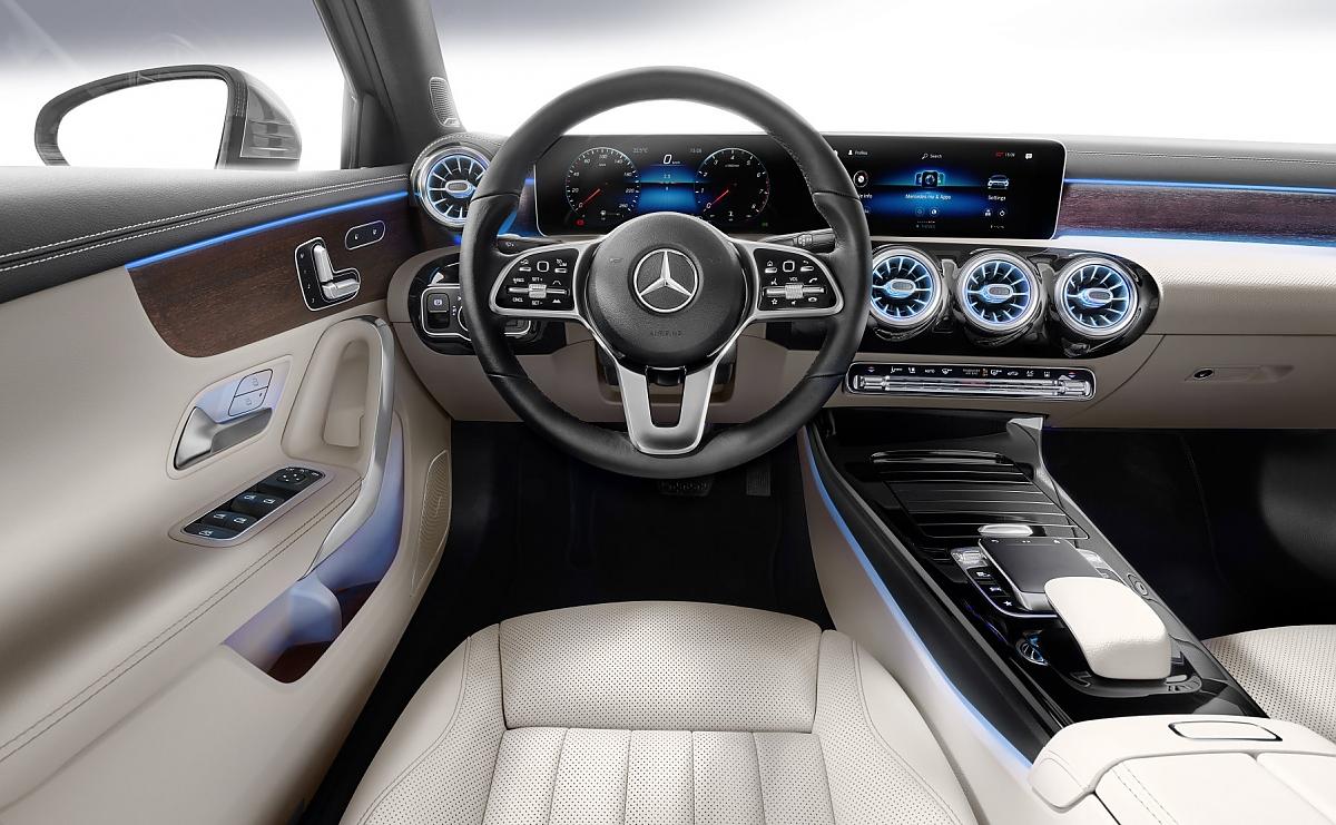 Mercedes A-Klasse Limousine: Stufenlösung