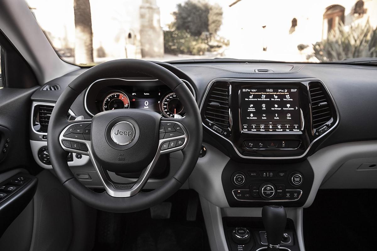 Jeep Cherokee: außen gefälliger, innen aufgeräumt