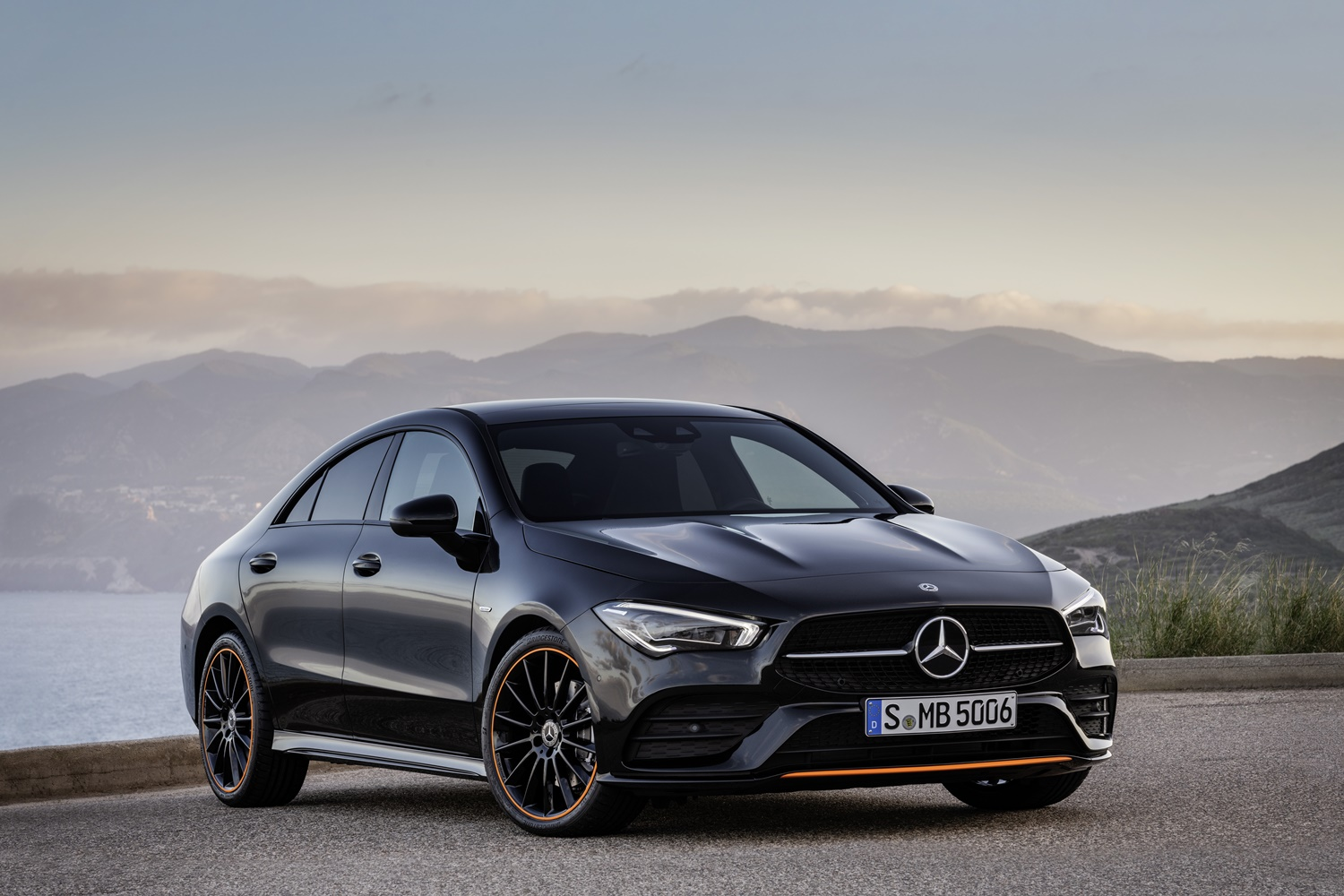mercedes cla auf der ces 2019 kleiner bruder. Black Bedroom Furniture Sets. Home Design Ideas